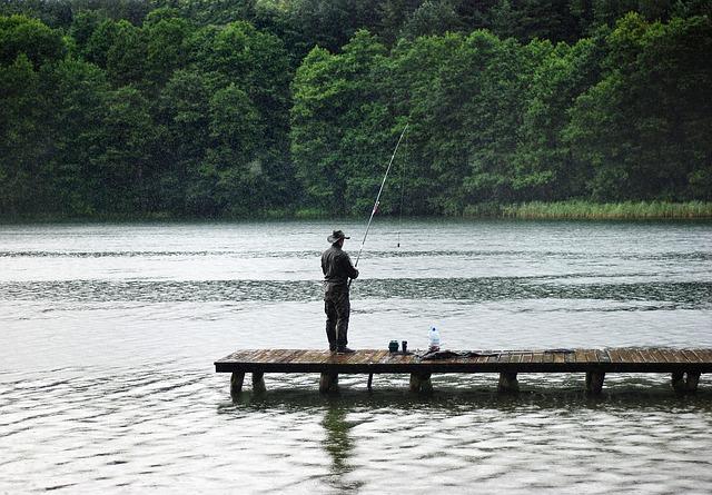 rybář na molu