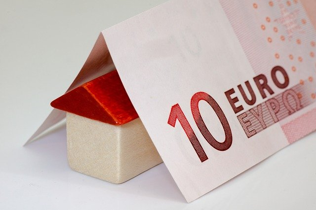 bankovka nad domem