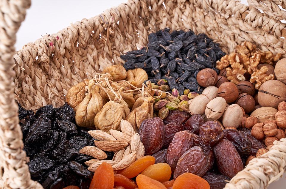 sušené ovoce a oříšky